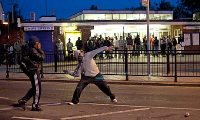 Photo Reporting: UKYouths throwing bricks at the Police